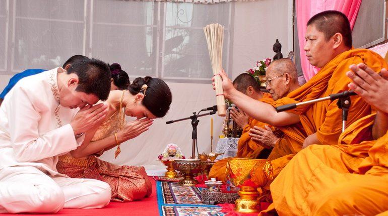 Explore the Thai style wedding